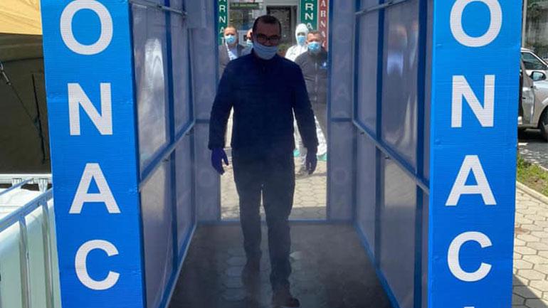 """Në oborrin e Qendrës së Mjekësisë Familjare në """"Dardani"""" vendoset tuneli dezinfektues"""