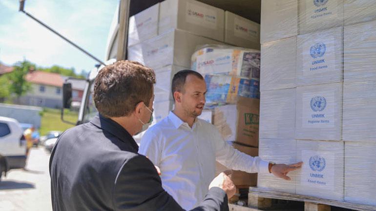 UNMIK-u dhuron donacion pako ushqimore dhe higjienike për Komunën e Kamenicës