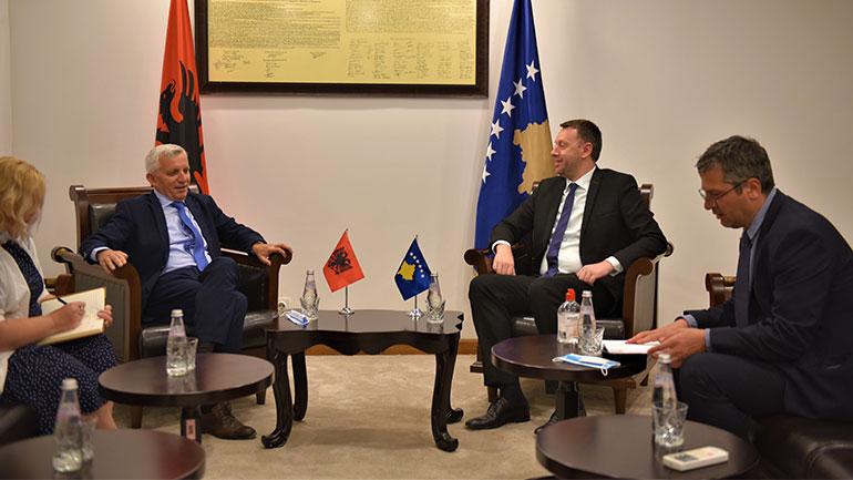 Ministri i Infrastrukturës priti në takim ambasadorin e Shqipërisë në Kosovë