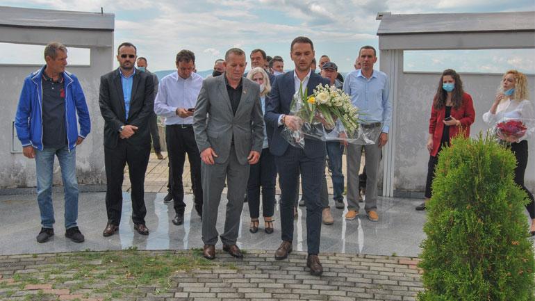 """Kamenica me seancë solemne dhe homazhe për dëshmorë për nder të """"Ditës së Çlirimit"""""""
