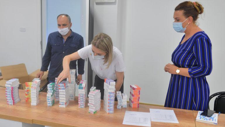 Komuna e Kamenicës ka pranuar sot donacion me barna dhe pako ushqimore