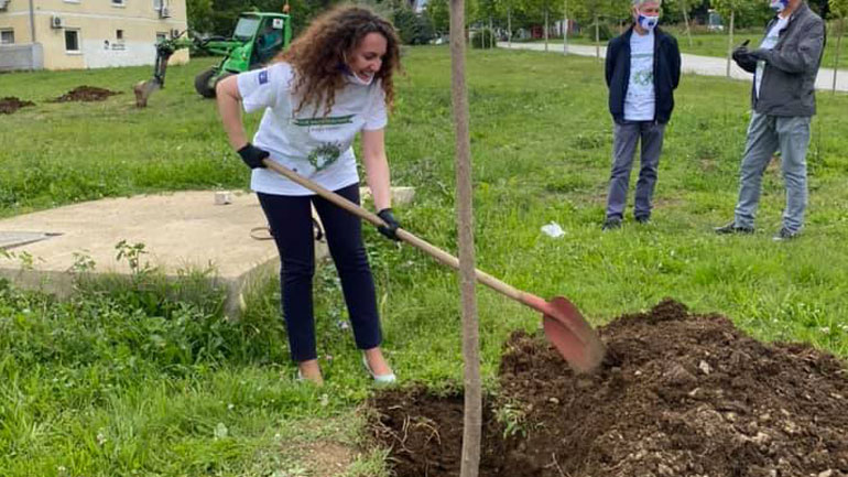 Drejtoresha Limani mbolli pemën olimpike!
