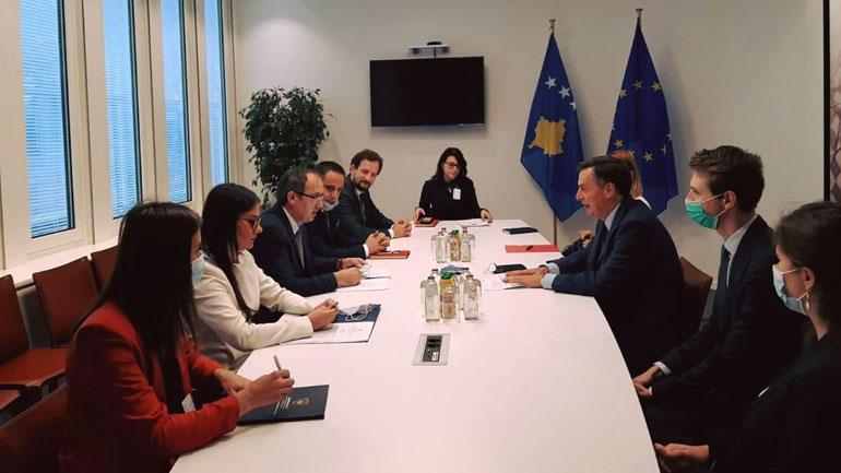 Kryeministri Hoti u takua me Kryesuesin e Komitetit për Punë të Jashtme në Parlamentin Evropian, David McAllister