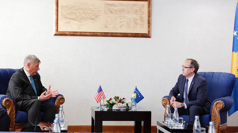 Kryeministri Hoti e njofton ambasadorin Kosnett me prioritetet e menjëhershme të qeverisë së re