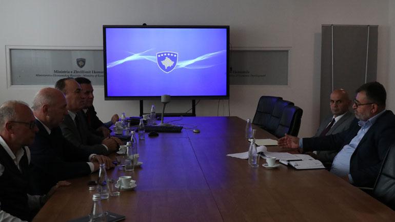 Ministri Kuçi takoi përfaqësuesit e AKB-së