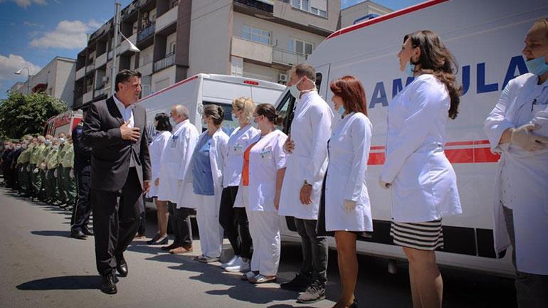Haziri: Mjekët, infermierët, policët, ushtarët e zjarrfikësit, janë heronjtë e gjallë të ditëve të sotme