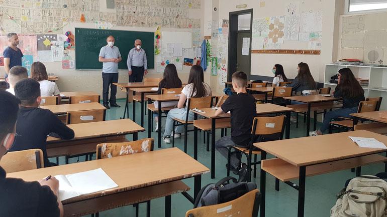 Nxënësit e klasave të nënta rifillojnë mësimin në ambientet shkollore