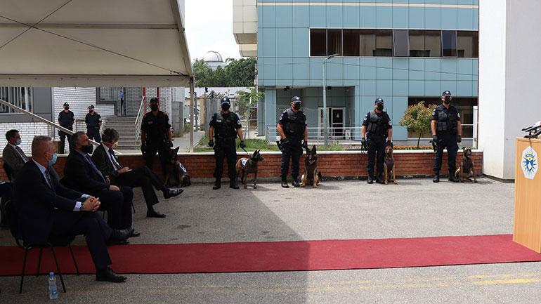 Policia pranoi donacion nga UNDP, pesë qen për zbulimin e armëve
