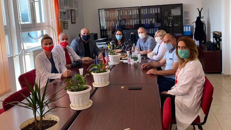 Kryetari i Vitisë vizitoi stafin mjekësor të QKMF-së