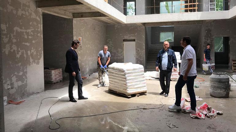 Vazhdojnë punimet në ndërtimin e objektit të ri të shkollës në Drobesh