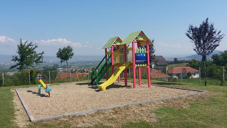 """Shkolla fillore """"Ahmet Hajdari"""" në Beguncë bëhet me këndin e lojërave për fëmijë"""