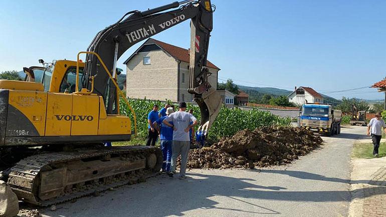 Vazhdojnë punët për rregullimin e kanalizimit në Karaqevë të Epërme