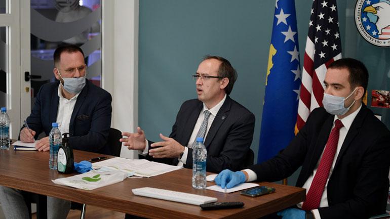 Kryeministri Hoti diskuton me bizneset anëtare të OEK dhe OEAK për rimëkëmbjen ekonomike