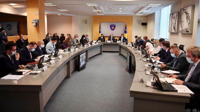 Qeveria miraton masa të reja për parandalimin e pandemisë COVID-19
