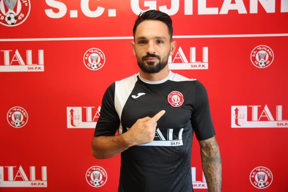 Njihuni me portierin kampion që prezantoi SC Gjilani, detaje të transferit nga Shqipëria