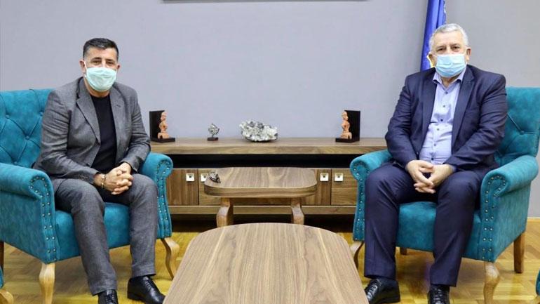 Ministri Agim Veliu priti në takim kryetarin e Komunës së Gjilanit Lutfi Haziri