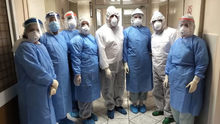Kryetari Haziri viziton Repartin Infektiv, vlerëson lartë punën e mantelbardhëve