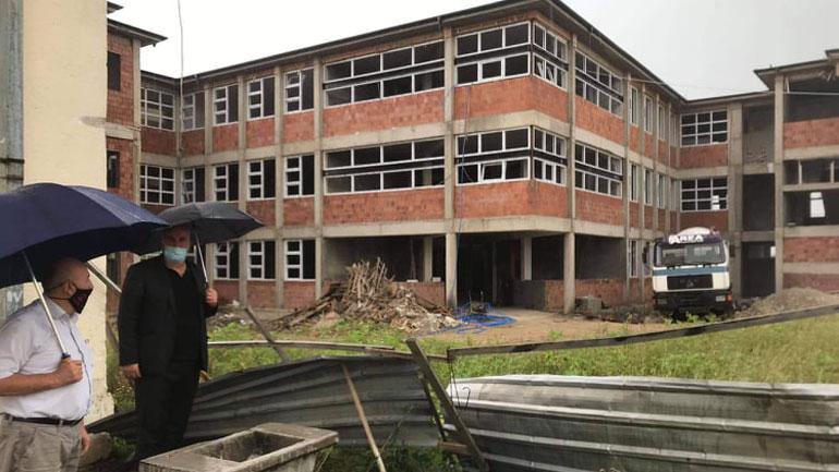 Institucionet komunale të shqetësuara me zvarritjen e punimeve në ndërtimin e shkollës në Pozheran