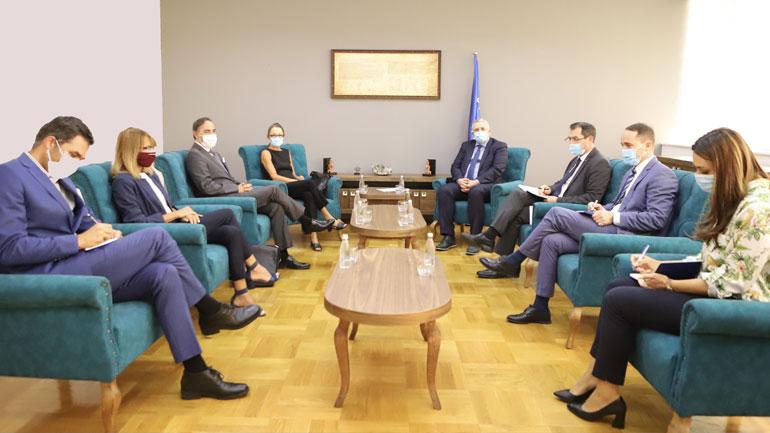 Ministri Veliu priti në takim shefin e UNHCR-së dhe përfaqësuesen e OKB-së në Kosovë