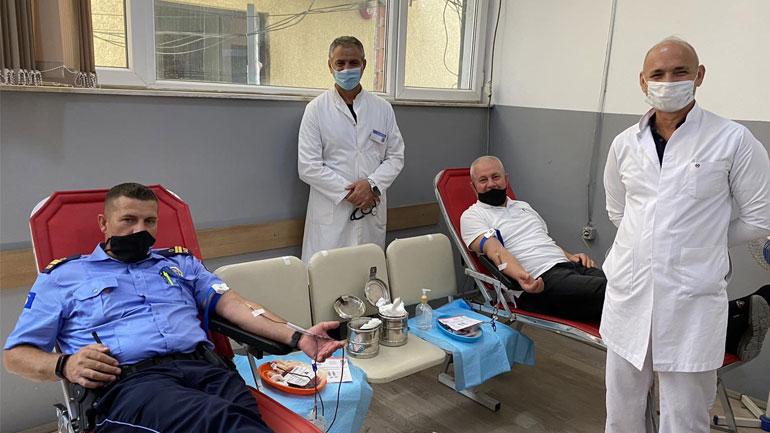 Gjilan: Pjesëtarë të policisë dhe të stafit civil dhurojnë gjak