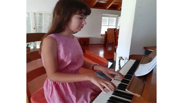 """""""Kënga e Dorës""""një këngë me plotë vlerë pritet të lansohet nga kompozitori gjilanas Agron Elezi"""