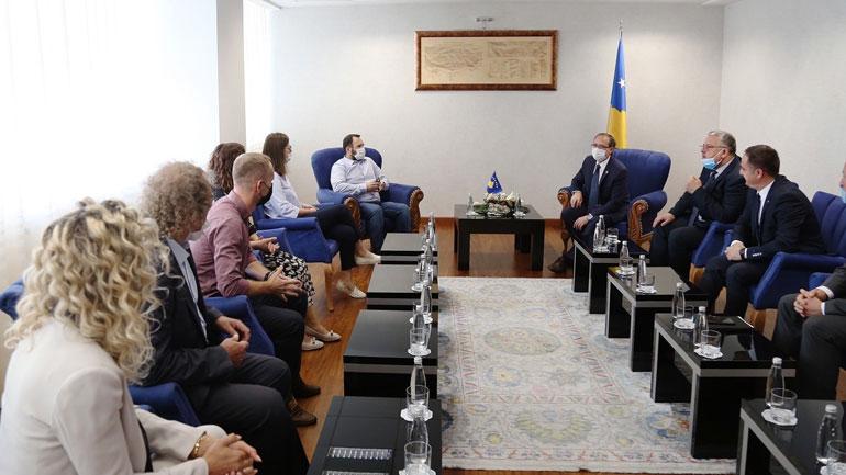 Kryeministri Hoti: Sot nderojmë të gjithë policët e Kosovës