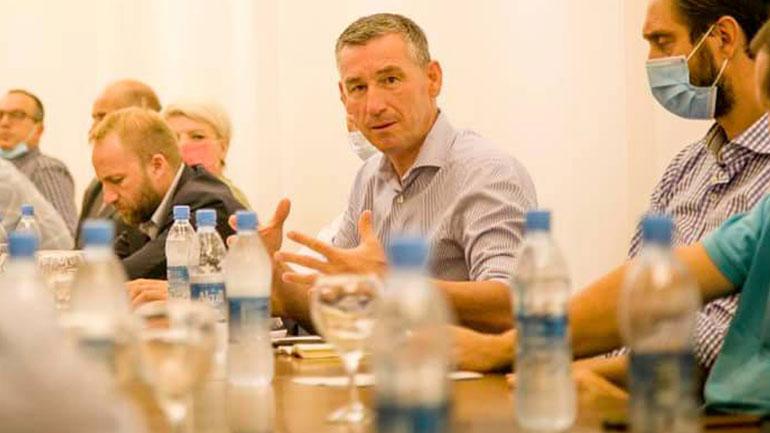 Kryetari i PDK-së takon strukturat në Gjilan, Kamenicë dhe Viti