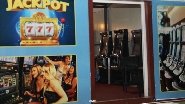 Kastrati ka publikuar pamje se si po rrënohen kazinot në Karaçevë