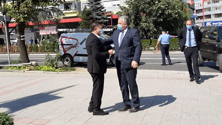 Veliu: LDK-në nuk mund ta ndajë askush e aq më pak Vjosa Osmani