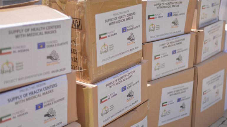 """Shoqata humanitare """"Al Hidaya"""" dhe """"Dora e Djathtë"""" dhurojnë maska dhe dezinfektues"""