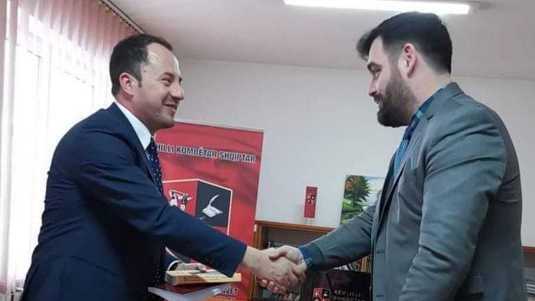 Mustafa: Serbia ta ndjek shembullin e Malit të Zi, të lejojë përdorimin e simboleve kombëtare të pakicave