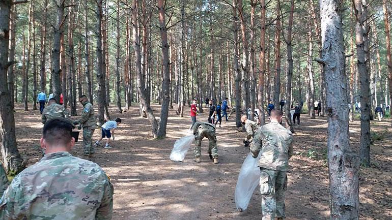"""Përurohet rruga e asfaltuar dhe zhvillohet aksioni i pastrimit të parkut """"Te Pishat"""" në Tërpezë"""