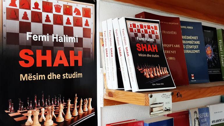Doli nga shtypi një libër shumë i dobishëm për shahun me autor Femi Halimi