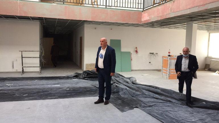Në Drobesh po ndërtohet objekti shkollor dhe vendosen rrethojat e fushës sportive