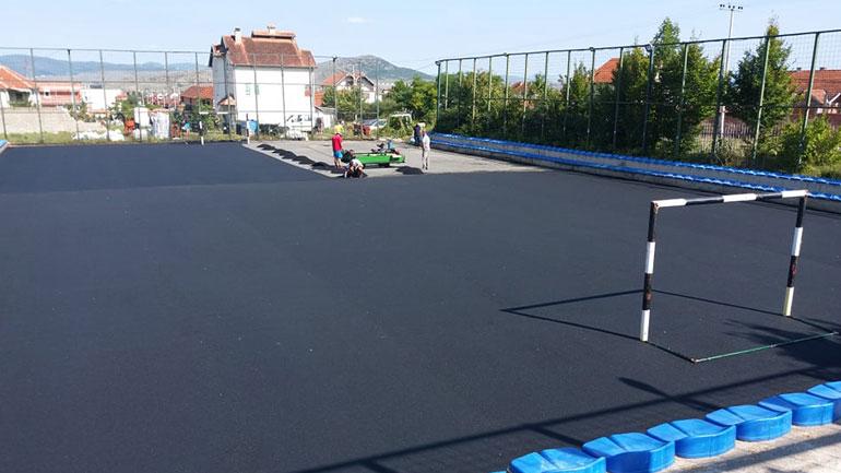 """Kompletohet fusha sportive dhe rregullohen parkingjet në SHFMU """"Kenan Halimi"""""""