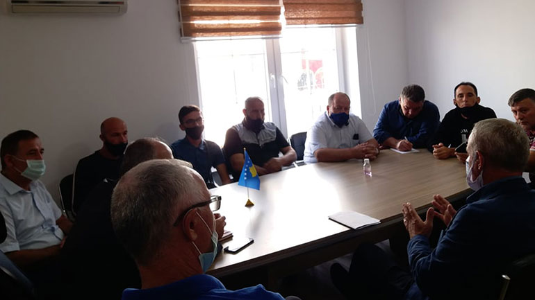 Drejtorët komunal takojnë pronarët e kompanive transportuese të komunës së Vitisë