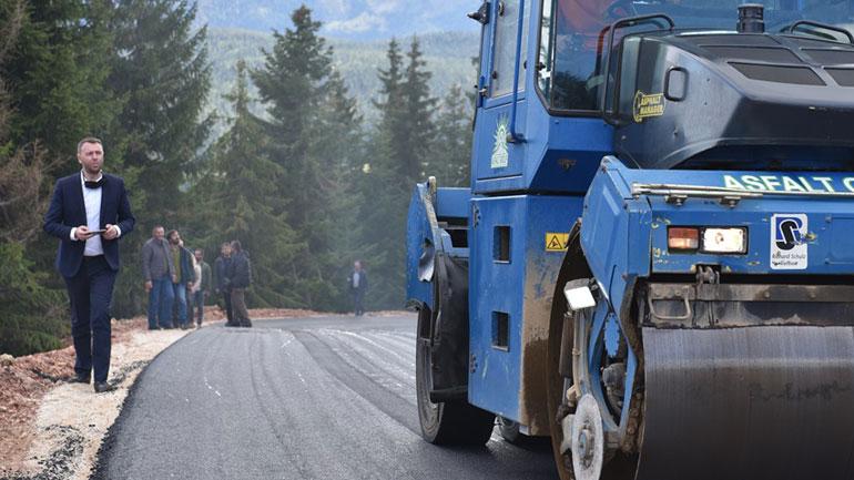 Abrashi dhe Muhaxheri përurojnë asfaltimin e rrugëve në Rugovë, premtohen investime tjera