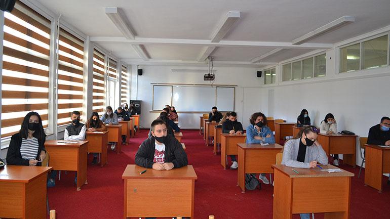 Kamenicë: 205 studentë përfitojnë bursa komunale