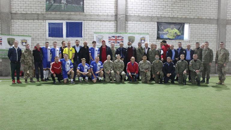 Ndeshja miqësore e futbollit bëri bashkë përfaqësues të Komunës, Policisë, FSK-së, KFOR-it Britanik dhe Amerikan