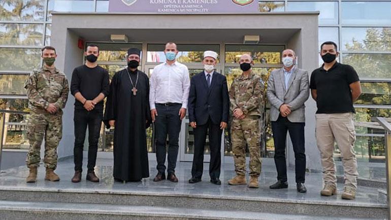 Kastrati takon përfaqësuesit e Këshillit të Bashkësisë Islame, të Kishës Ortodokse dhe të KFOR-it