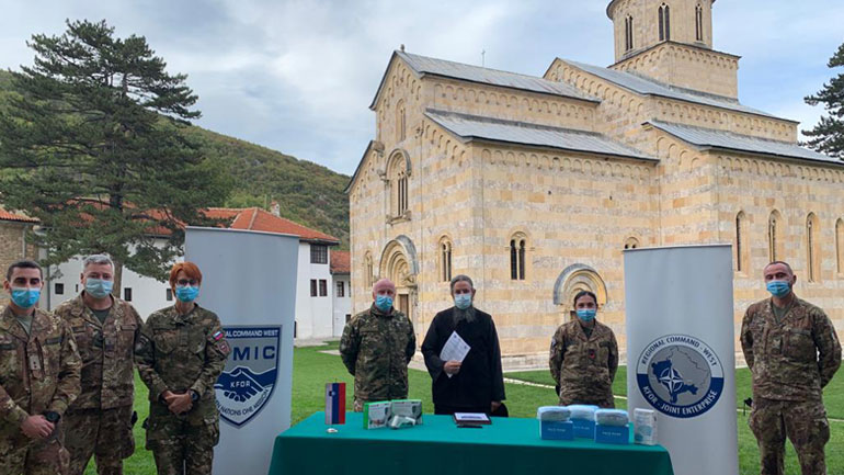Ushtarët slloven të KFOR-it ndihmojnë komunitetet për t'u përgjigjur ndaj COVID-19