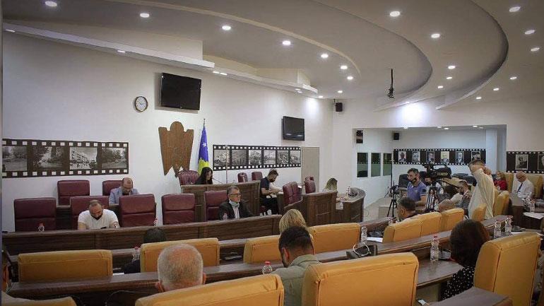 Kuvendi i Gjilanit miraton vendimin për ndarjen e 200 bursave për studentë