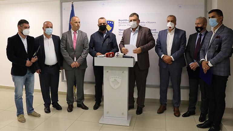 MEA ndan fonde për 12 komuna të Kosovës për pajisje teknologjike për shkolla të mesme