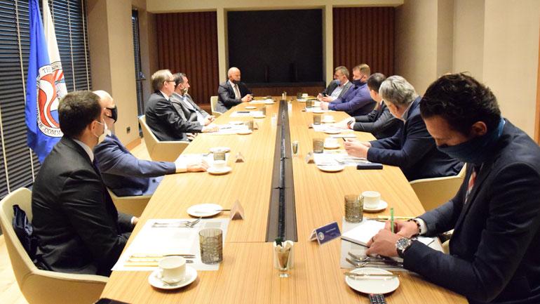 Kryeministri Hoti flet para kompanive amerikane për planet e zhvillimit ekonomik