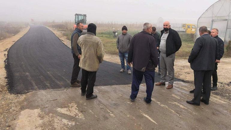 Në fshatin Radivojcë të Vitisë po asfaltohet rruga e Tërpezëve