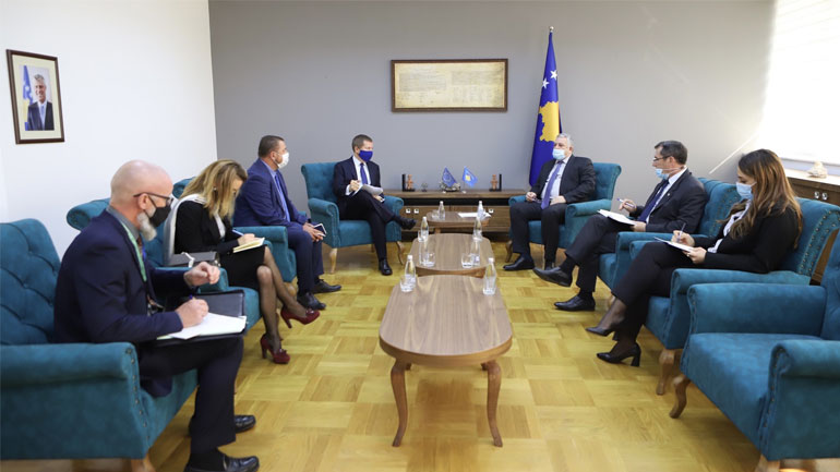Ministri Veliu priti në takim ambasadorin e BE-së në Kosovë, Tomas Szunyog