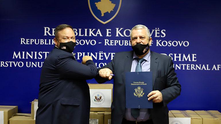 Ambasada Amerikane në Prishtinë dhuroi donacion për MPB-në