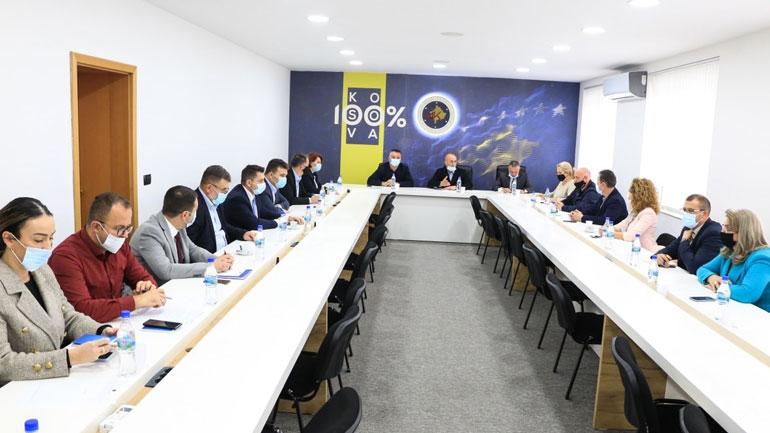 AAK: Qeveria të ndërprejë menjëherë të gjitha aktiviteteve që lidhen me procesin e dialogut me Serbinë