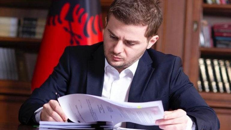 """Kuvendi i Bujanocit aprovon propozimin për shpalljen """"Qytetar nderi"""", ministrin Gent Cakaj"""