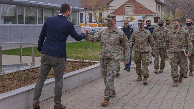 Kryetari i Kamenicës pret në takim komandantin e ri të Kampit Bondsteel
